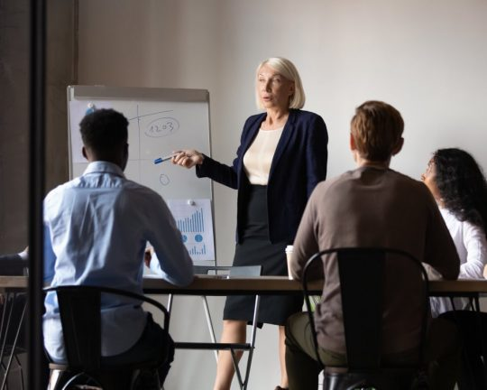 Redovisningsekonomer som arbetar i team